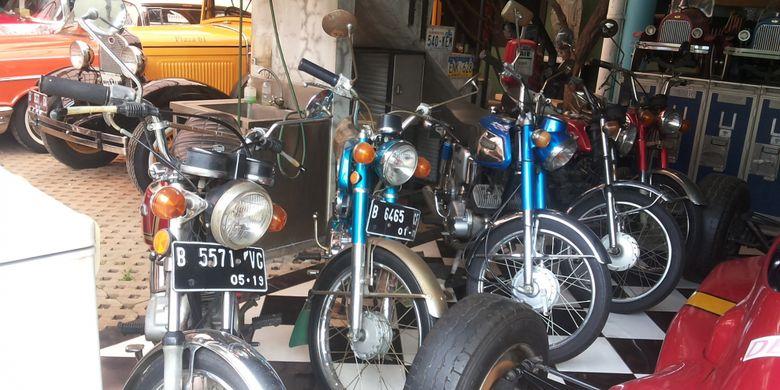 Deretan sepeda motor tua berbagai merek koleksi Hauwke's Auto Gallery, Kemang, Jakarta Selatan, Senin (12/3/2018).