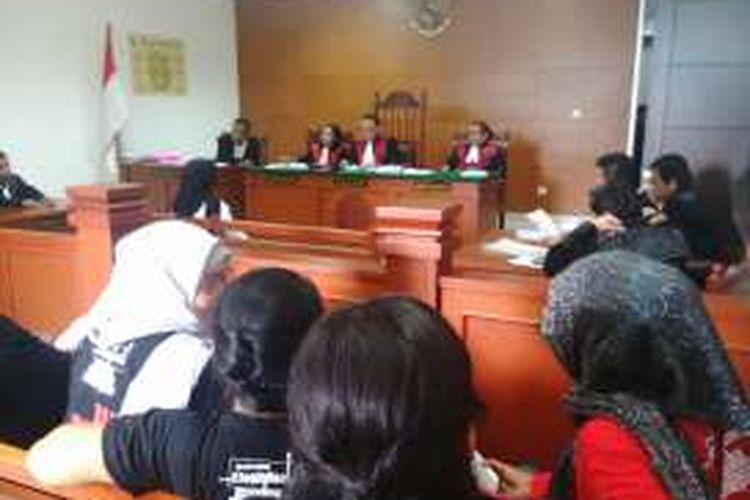 Sidang kasus penganiayaan yang menimpa seorang pekerja rumah tangga (PRT) Sri Siti Marni alias Ani (20) dengan agenda pembelaan atau eksepsi dari terdakwa Meta Hasan Musdalifah digelar di Pengadilan Negeri Jakarta Timur. Kamis (14/7/2016)