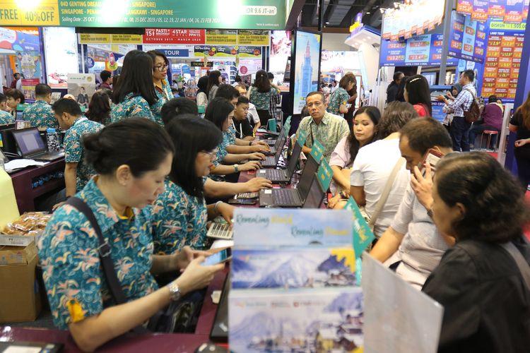 Suasana acara Kompas Travel Fair 2019, di Jakarta Convention Center, Jumat (20/9/2019). Pameran pariwisata yang berlangsung hingga 22 September 2019 ini diadakan serentak di tiga kota besar lainnya, yaitu Surabaya, Medan, dan Makassar.
