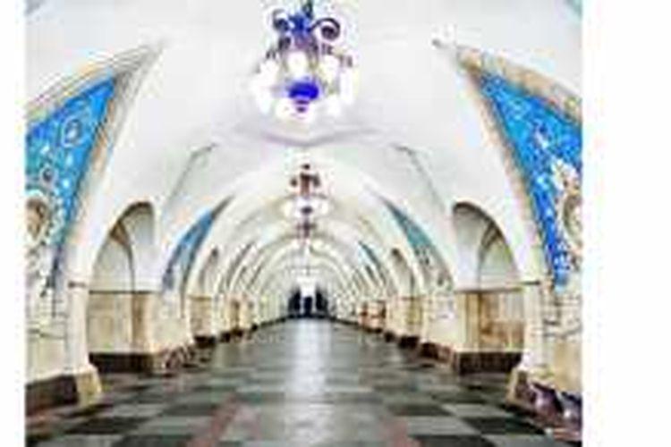 Selama beberapa bulan pada tahun kemarin, fotografer asal Kanada, David Burdeny, berkeliling di dua kota di Rusia, yakni Moskow dan St.Petersburg.