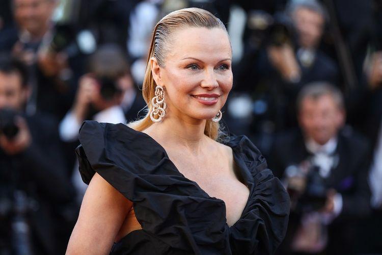 Artis peran Pamela Anderson menghadiri pemutaran film 120 Beats Per Minute (120 Battements Par Minute) di Festival Film Cannes 2017, Sabtu (20/5/2017).