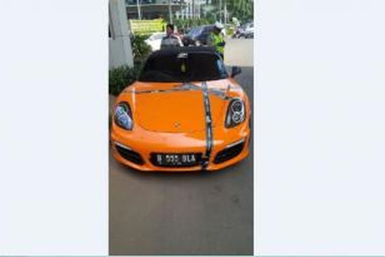 Porsche bernomor polisi B 555 BLA ditilang polisi