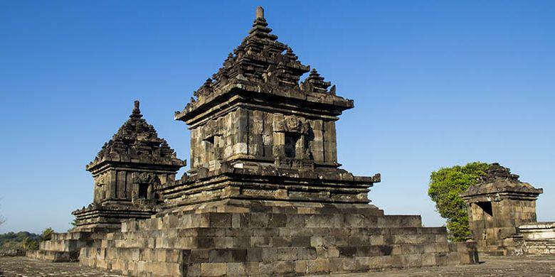 Terdapat dua bangunan candi yang bisa ditemukan di tingkat 3 kawasan Candi Barong.