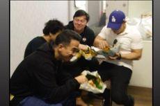 Jenguk Jefri Nichol di Penjara, Joe Taslim dan Chandra Liow Bawakan Nasi Padang