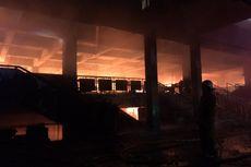 Padamkan Api, Petugas Masuk ke Gedung Blok C Pasar Minggu