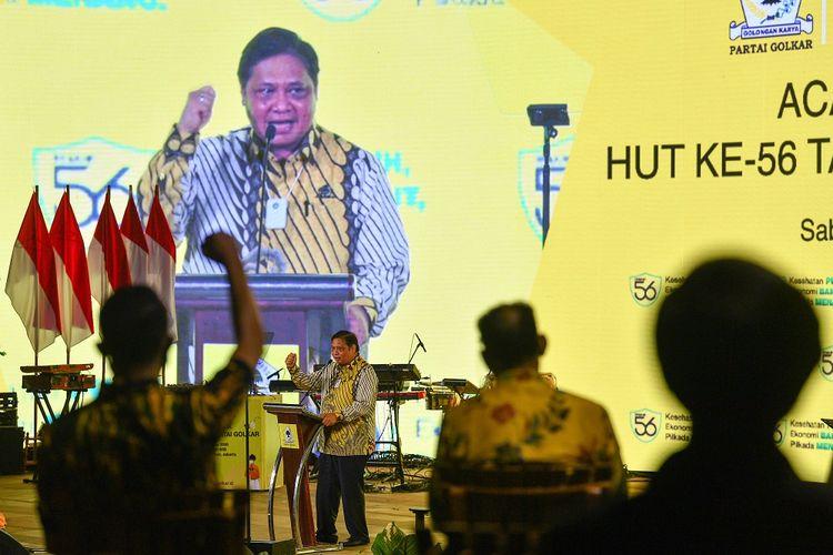 Ketua Umum DPP Partai Golkar Airlangga Hartarto menyampaikan pidato dalam acara puncak HUT Ke-56 Partai Golkar di Hutan Kota by Plataran, Kompleks GBK, Senayan, Jakarta, Sabtu (24/10/2020). Kegiatan yang diadakan dengan protokol kesehatan dan virtual tersebut mengangkat tema Kesehatan Pulih, Ekonomi Bangkit, Pilkada Menang. ANTARA FOTO/Sigid Kurniawan/wsj.