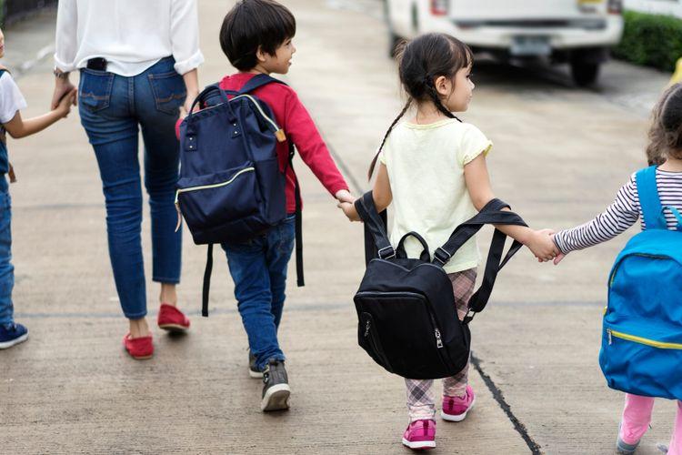 Ilustrasi tas sekolah anak