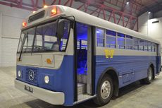Bernostaliga Bersama Bus Legenda Indonesia