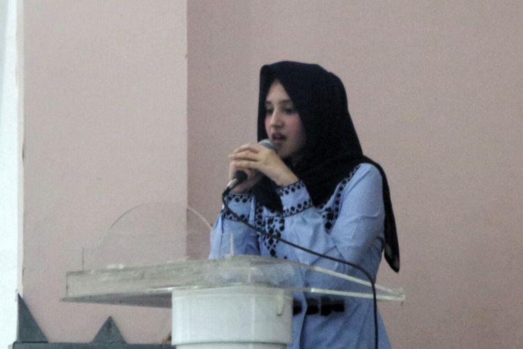 Politisi Partai Solidaritas Indonesia (PSI) Tsamara Amany dalam sebuah diskusi bertajuk Membangun Indonesia yang Berkeadilan Sosial dan Inklusif di gedung Dewan Pers, Jakarta Pusat, Rabu (27/9/2017).