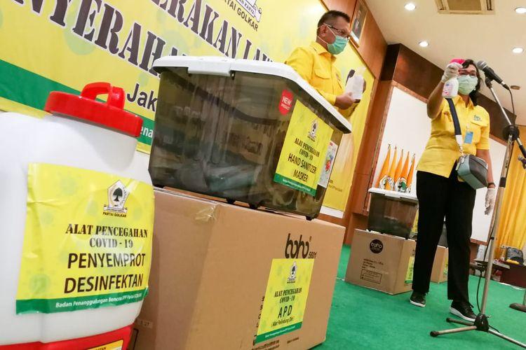 DPP Partai Golkar meluncurkan gerakan Golkar Peduli Lawan Covid-19 di kantor Dewan Pimpinan Pusat (DPP) Partai Golkar, Slipi, Jakarta, Sabtu (28/3/2020).