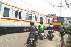 BERITA FOTO: Ngeri, Perlintasan Tanpa Palang di Stasiun Ancol