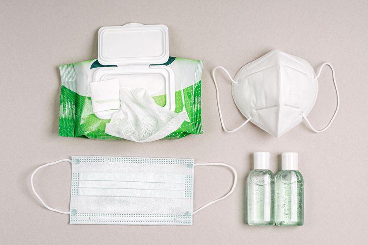 Protokol kesehatan yang harus dibawa ketika berlibur seperti masker, hand sanitizer dan tisu.