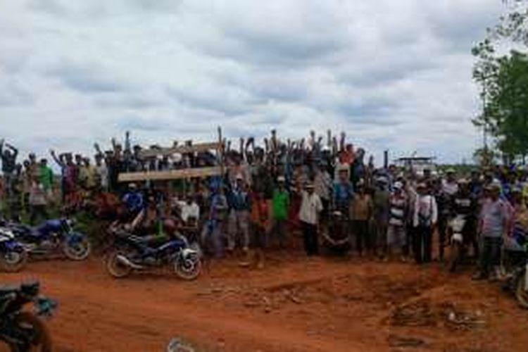 Ribuan masyarakat adat Semangus, Kabupaten Musi Rawas, Provinsi Sumatera Selatan, menduduki 5.000 hektar lahan adat yang dikuasai PT MHP, Rabu (28/9/2016).