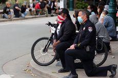 Dukung Demo Kematian George Floyd, Polisi Berlutut Bareng Demonstran