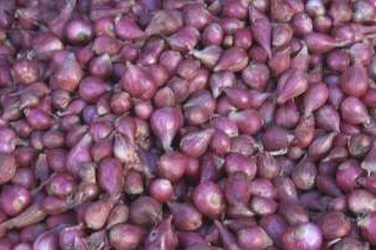 bawang merah yang dijual di pasar Indralaya Ogan Ilir dengan harga yang cukup tinngi