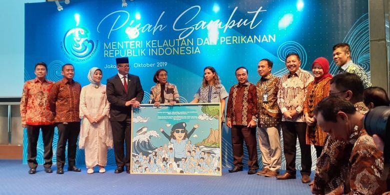 Susi Pudjiastuti saat serah terima jabatan Menteri KKP dengan Edhy Prabowo, di Kantor KKP, Rabu (23/10/2019).