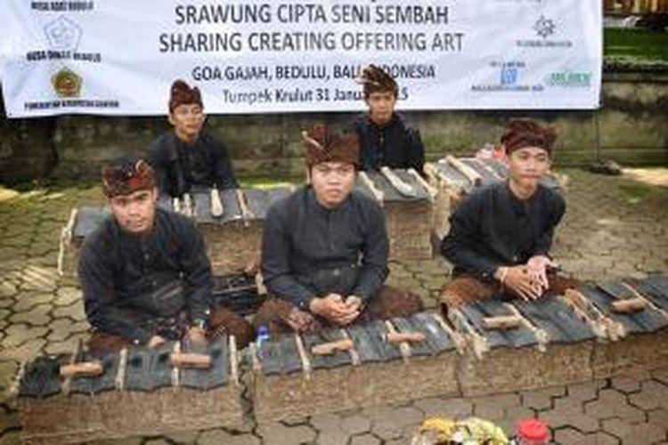 Para pemain gamelan etnik di acara Srawung Cipta Seni Sembah di Gianyar, Bali, Sabtu (31/1/2015).
