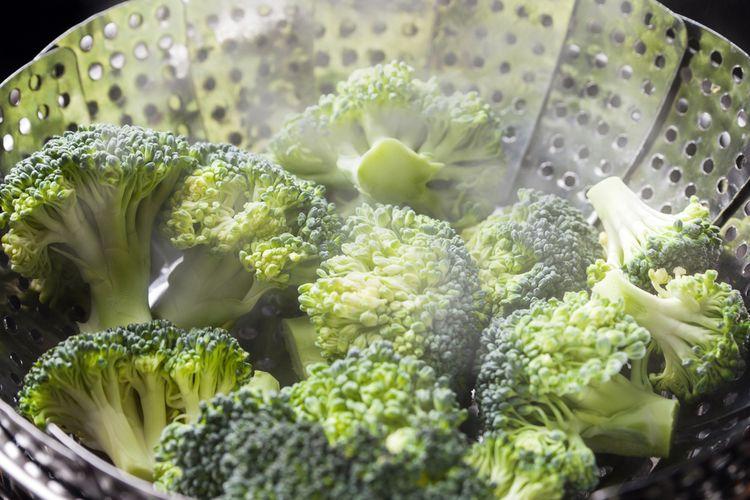 Ilustrasi brokoli yang dikukus