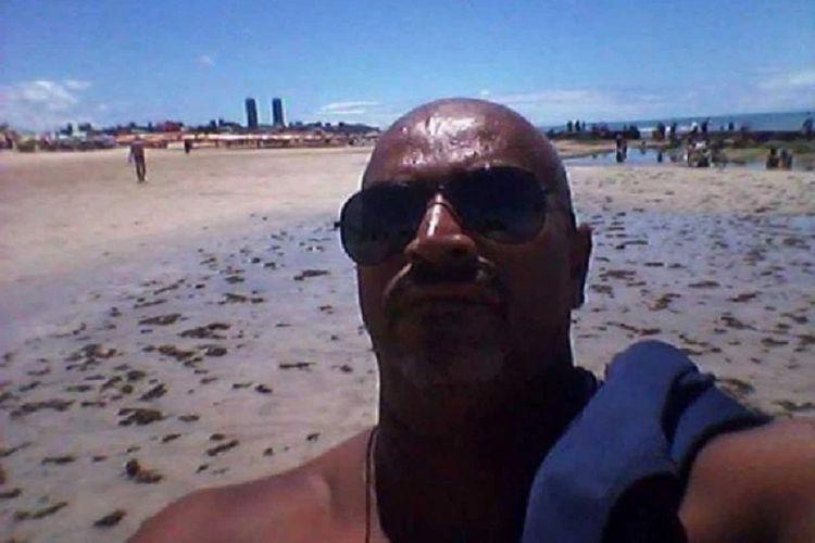 Marcelo Rocha Santos, seorang pria di Brasil yang tewas dimangsa hiu ketika dia masuk ke air untuk kencing di tengah minum-minum.