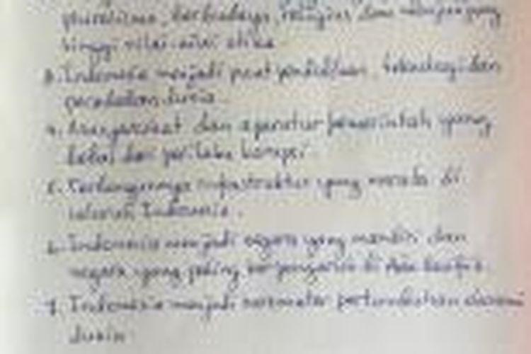 Tujuh butir impian untuk Indonesia di tahun 2085 dituliskan Presiden Joko Widodo di sela kunjungan kerjanya di Merauke, Papua, Rabu (30/12/2015).