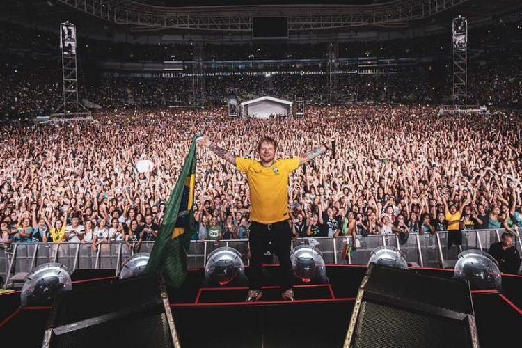 Ed Sheeran saat berada di panggung konsernya di Sao Paulo, Brasil, pada Februari 2019.