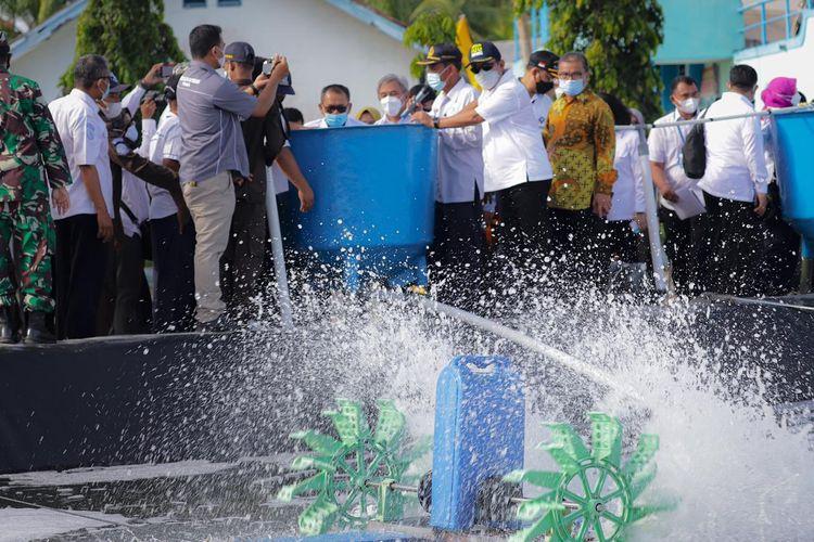Menteri Kelautan dan Perikanan (KP) Sakti Wahyu Trenggono dalam kunjungan kerja resminya ke Politeknik (Poltek) KP Pariaman, Sumatera Barat (Sumbar), Rabu (2/6/2021).