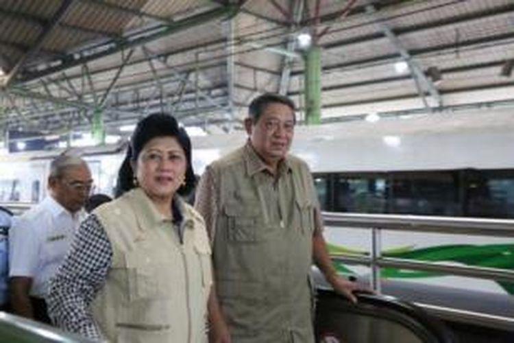 Presiden Susilo Bambang Yudhoyono didampingi Ibu Negara Ani Yudhoyono
