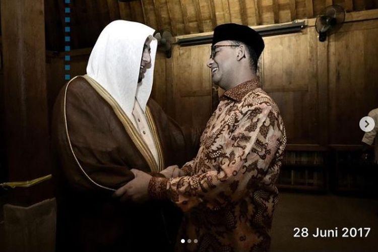 Gubernur DKI Jakarta Anies Baswedan bersama pendakwah Syekh Ali Jaber.