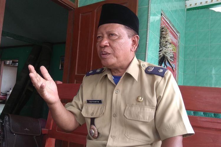 Kepala Desa Gebyog Kabupaten Magetan Suyanto membebaskan bunga pinjaman Bank Kredit Desa BKD karena warganya kesulitan melunasi dimasa pandemic covid 19.