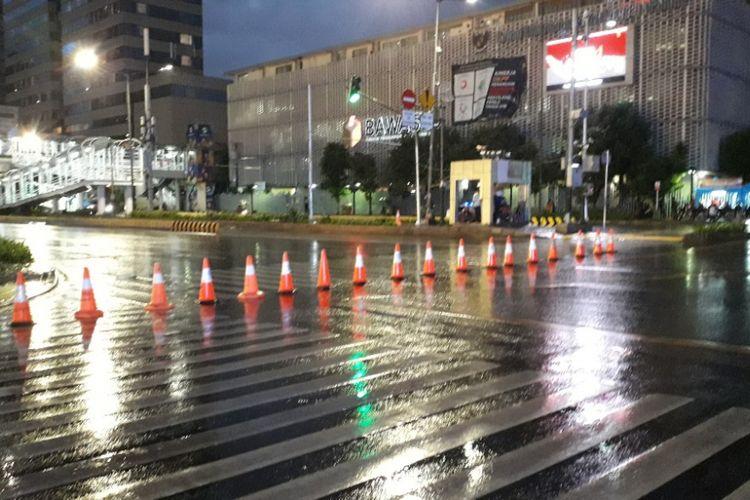 Jalan MH Thamrin, Jakarta Pusat, mulai ditutup untuk acara car free night malam pergantian tahun, Senin (31/12/2018).