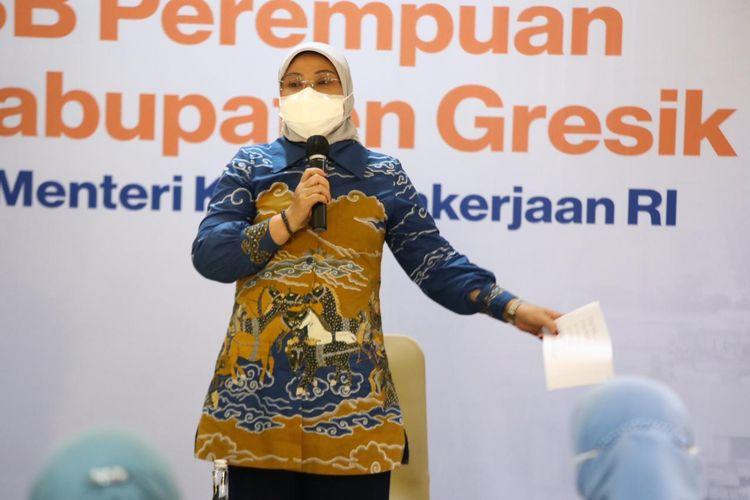 Menteri Ketenagakerjaan (Menaker) Ida Fauziyah dalam dialog dengan pengurus SP/SB perempuan se-Kabupaten Gresik bertemakan ?Menghapuskan Pelecehan Seksual dan Diskriminasi di Tempat Kerja? di PT Smelting Gresik, Jawa Timur (Jatim), Kamis (5/8/2021).