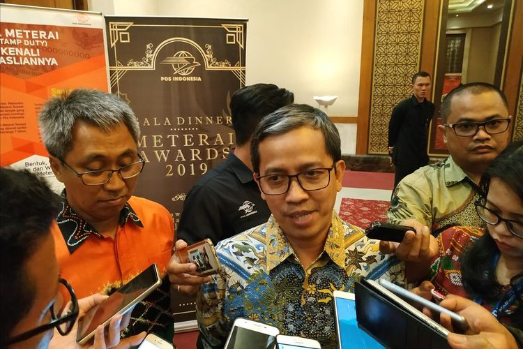 Direktur Jaringan dan Layanan Keuangan PT Pos Indonesia (Persero) Ihwan Sutardiyanta memberikan keterangan ketika ditemui di Balai Kartini, Jakarta, Rabu malam (24/7/2019).