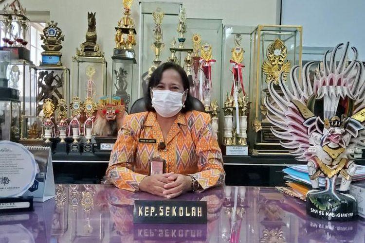 Kepala Sekolah SMAN 1 Singaraja, Made Sri Astiti