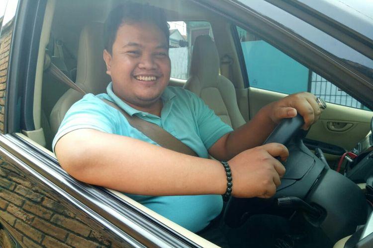 Achmad Fadlan, Pengendara taksi online yang mengeluhkan perluasan atauran ganjil genap di sebagaian wilayah DKI Jakarta.