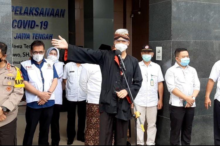 Gubernur Jawa Tengah Ganjar Pranowo usai jadi oenerima vaksin Covid-19 di RSUD Tugurejo Kota Semarang, Kamis (14/1/2021).