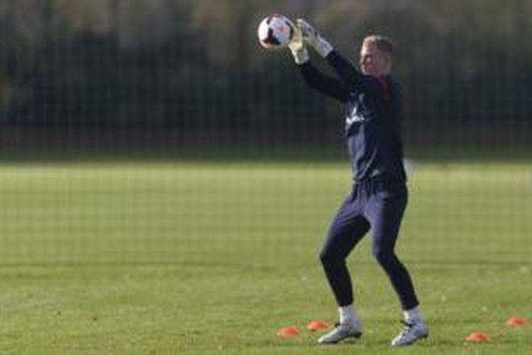 Kiper Manchester City asal Inggris, Joe Hart.