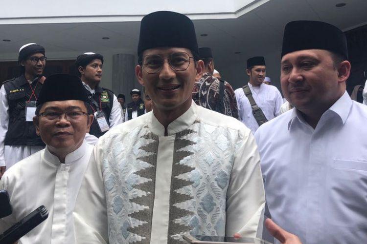 Wakil Gubernur DKI Jakarta Sandiaga Uno dan Kepala Biro Pendidikan Mental dan Spiritual DKI Jakarta Hendra Hidayat di Masjid At Taqwa, Jalan Sriwijaya, Sabtu (24/3/2018).