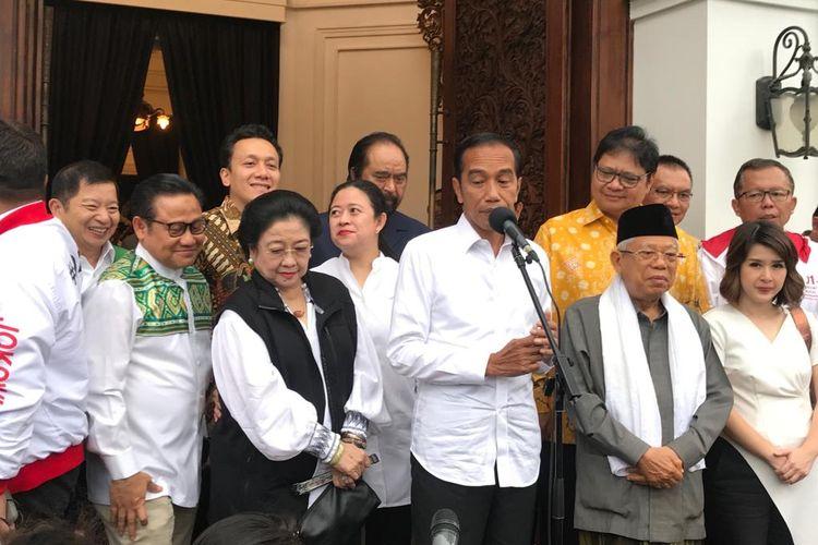 Capres nomor urut 01 Joko Widodo saat konferensi pers di Plataran Menteng, Kamis (18/4/2019). Hampir seluruh ketua umum partai politik pendukung hadir dalam konferensi pers tersebut.