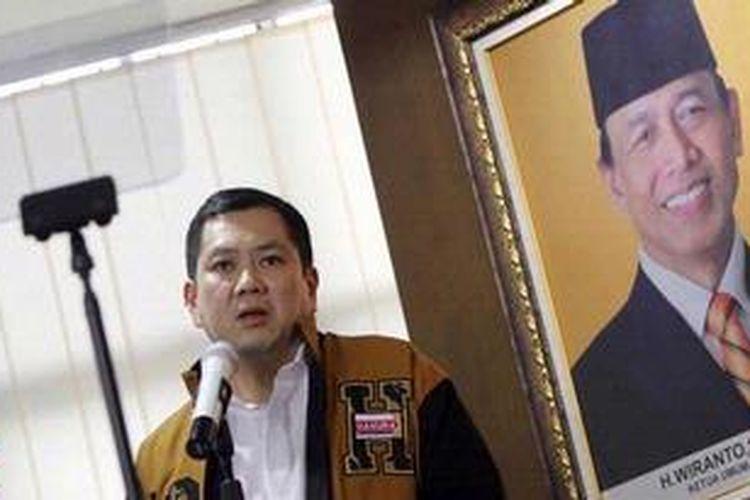 Pemilik MNC Grup, Harry Tanoe Soedibyo berbicara dalam konferensi pers di kantor DPP Hanura Jakarta Pusat, Minggu (17/2/2013). Setelah menyatakan keluar dari Partai Nasdem, Hary Tanoe resmi bergabung ke Partai Hanura dan menjabat sebagai Ketua Dewan Pembina. TRIBUNNEWS/HERUDIN