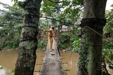 Tengok Jembatan Gantung Jagakarsa, Pejabat Pemprov DKI Tak Berani Melintas