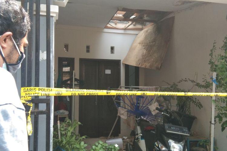 Sebuah Rumah di Blok E 4 Nomor 5, RT 001, RW 026, Perumahan Gading Elok 1, Kelurahan Karawang Wetan, Kabupaten Karawang rusak diduga akibat kebocoran gas elpiji, Senin (2/8/2021).
