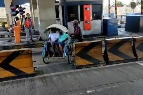 Becak Bawa 2 Penumpang Ini Sengaja Masuk Tol Surabaya-Gresik, Pengelola: Mereka Satu Keluarga Mudik Lokal