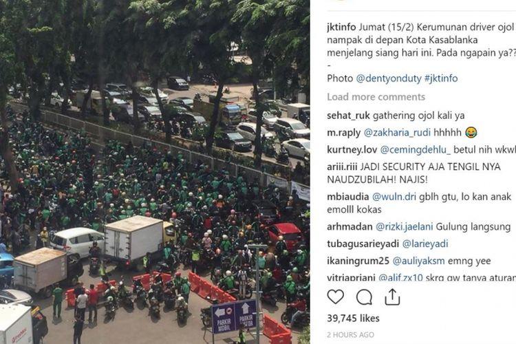 Kerumunan ojek online di depan Mal Kota Kasablanka, Tebet, Jakarta Selatan, Jumat (15/2/2019) pagi.