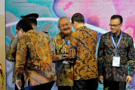 Alex Noerdin Naik Ojek Jemput Kado Terakhir dari Presiden Jokowi