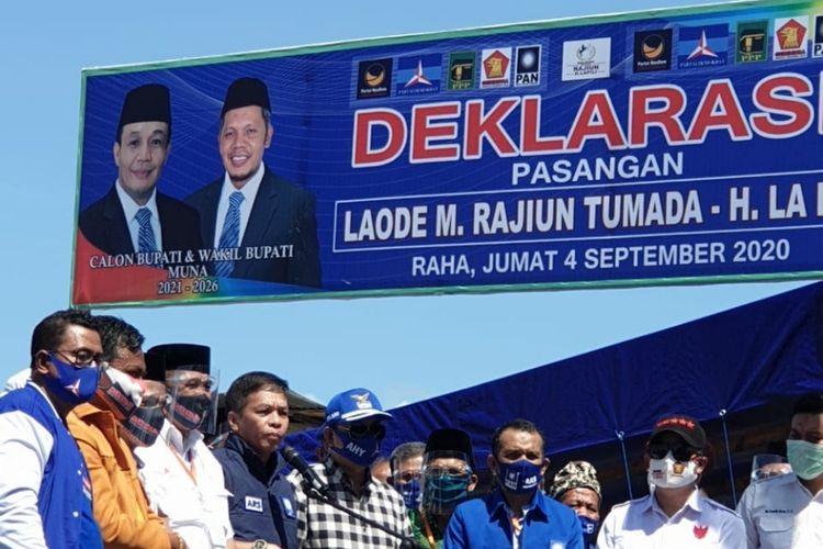 Bakal calon bupati dan wakil bupati Muna, LM Rajiun Tumada-La Pili saat mendaftarkan diri di kantor KPU Muna (istimewa)