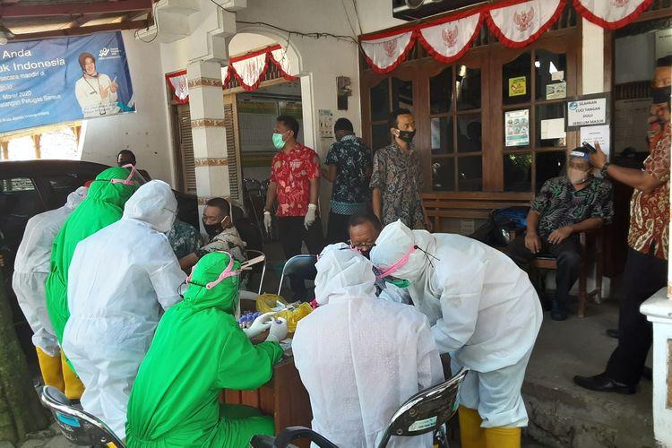 ASN Kecamatan Kaliwungu Selatan Kendal saat menjalani rapid test. KOMPAS.COM/SLAMET PRIYATIN