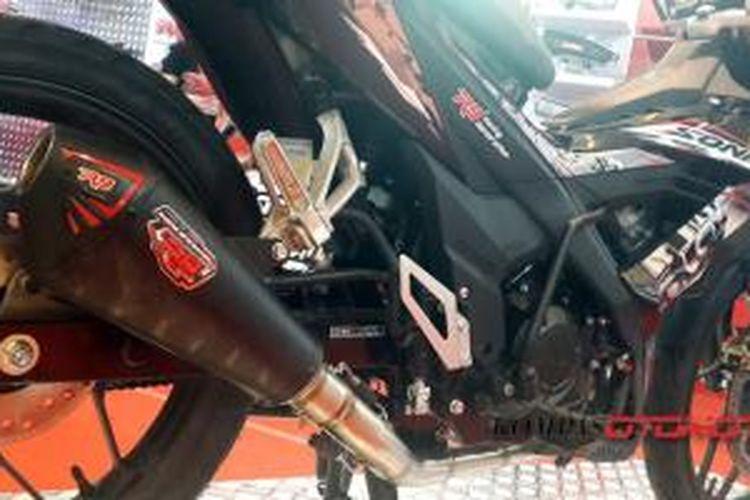 Kanlpor merek lokal R9 menyediakan satu set saluran gas buang yang mampu menaikkan tenaga Honda New Sonic 150R.