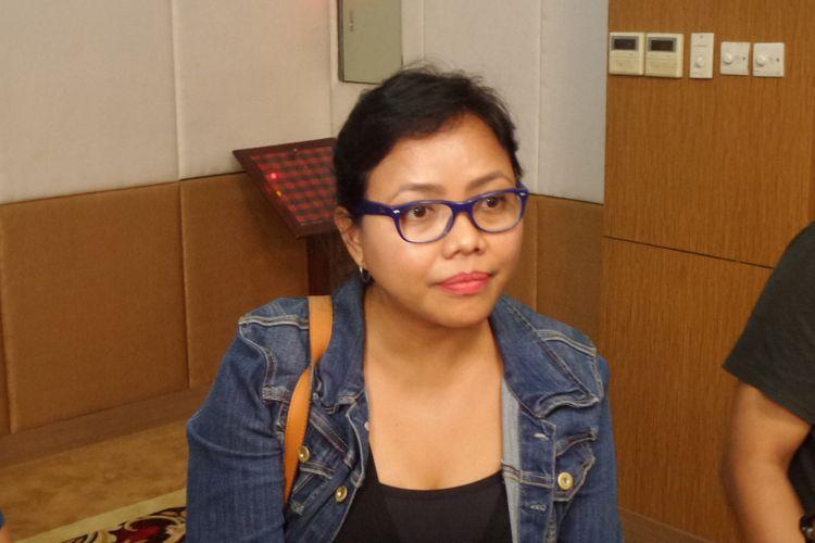 Pengajar di Sekolah Tinggi Hukum Indonesia Jentera, Bivitri Susanti, seusai menjadi pembicara dalam diskusi di Hotel Puri Denpasar, Jakarta, Minggu (7/5/2017).