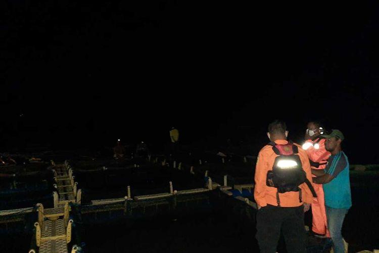 Sebanyak 40 warga di empat keramba ikan yang berada di laut Tanjung Sebauk, Tanjungpinang, Kepulauan Riau (Kepri) terseret arus laut saat berada di keramba ikan, Sabtu (2/1/2021) malam kemarin. Di mana dalam satu keramba terdapat 10 orang, sehingga total dari empat keramba terdapat 40 orang.