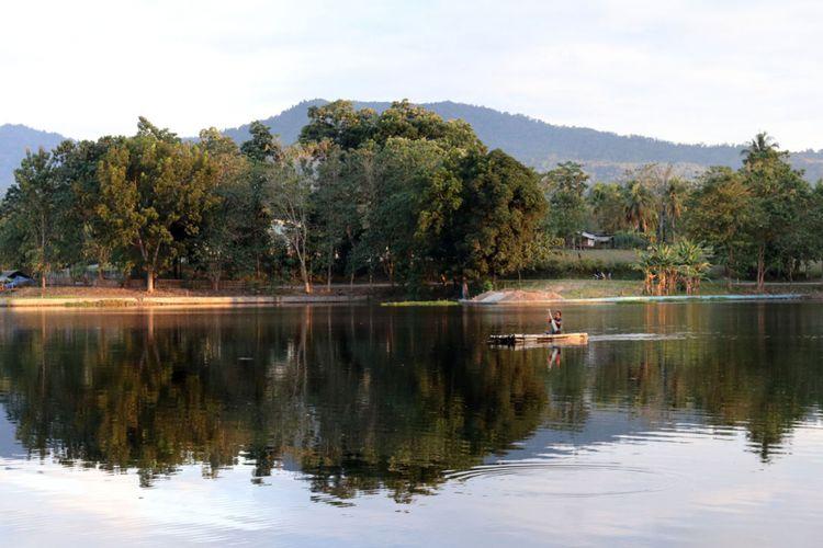 Danau Perintis di Suwawa, Bone Bolango sebagai salah satu lahan basah yang penting bagi kehidupan manusia dan keanekaragaman hayati lainnya.